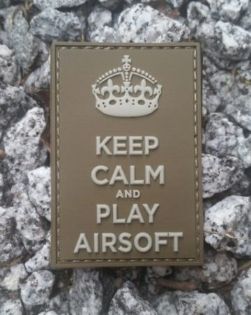 Patch Keep Calm and Play Airsoft PVC in oliv mit Klett