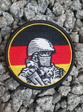 Patch Soldat mit Flagge